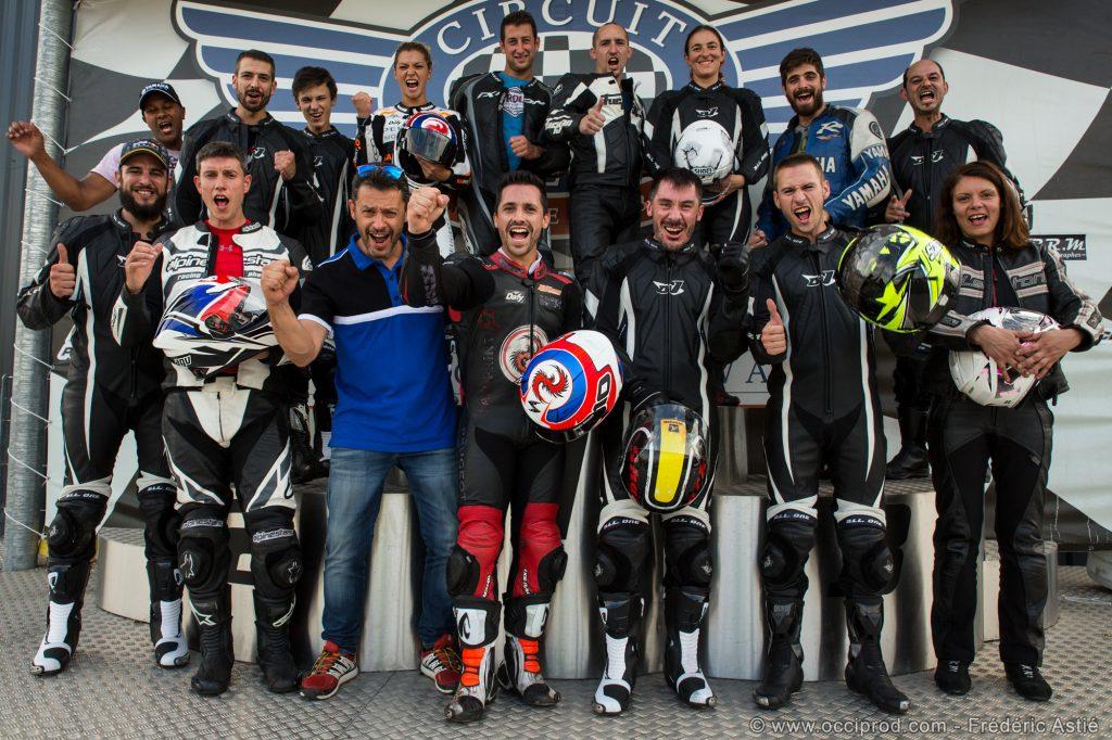 photo de groupe à la fin du stage de pilotage masbou-experience