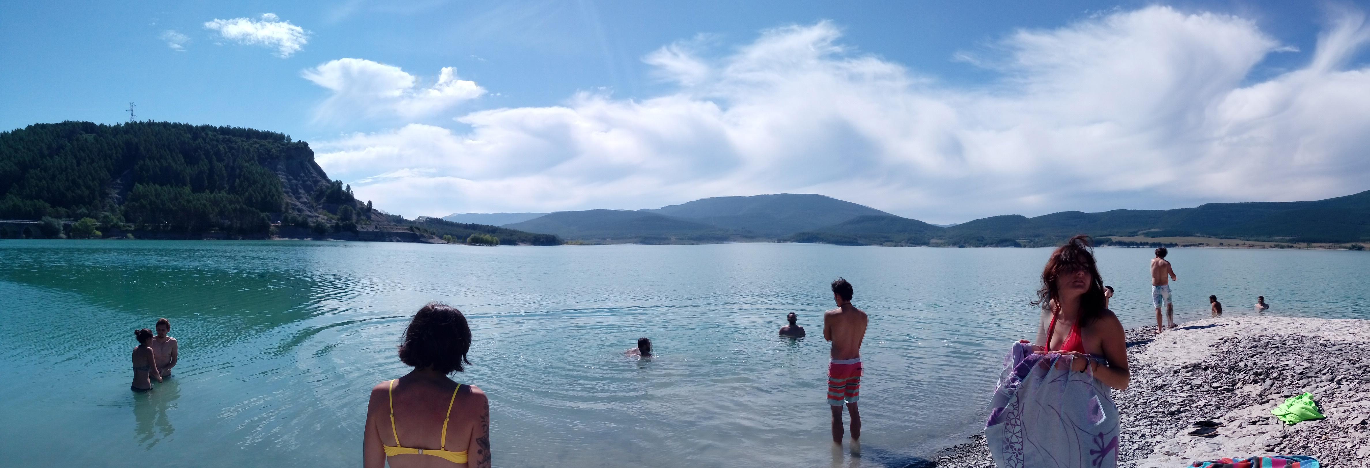 baignade-lac-de-yesa