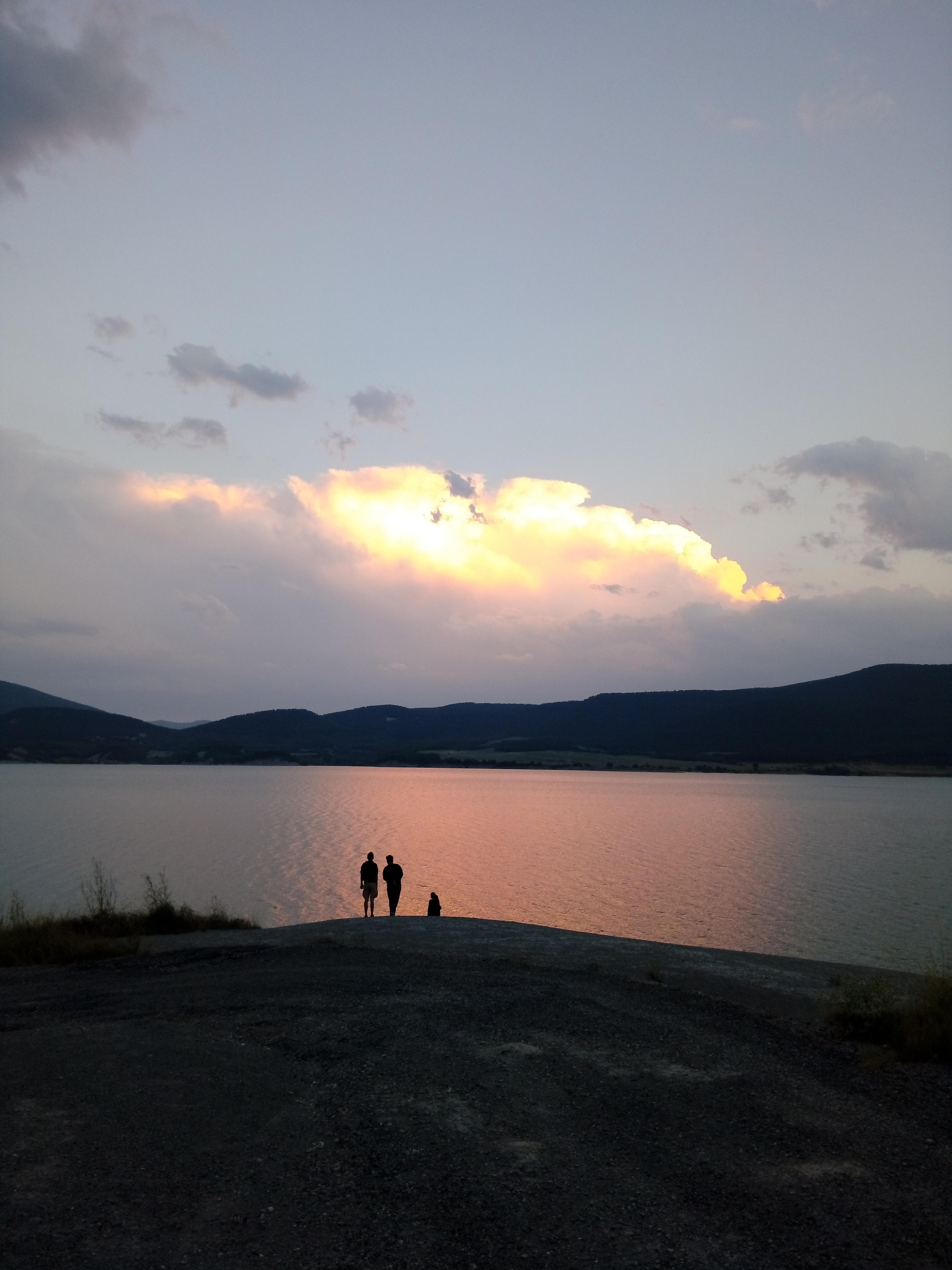 couché-de-soleil-sur-le-lac-de-yesa