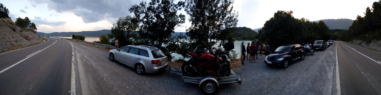 l-arrivée-du-convoi-au-lac-embalse-de-yesa
