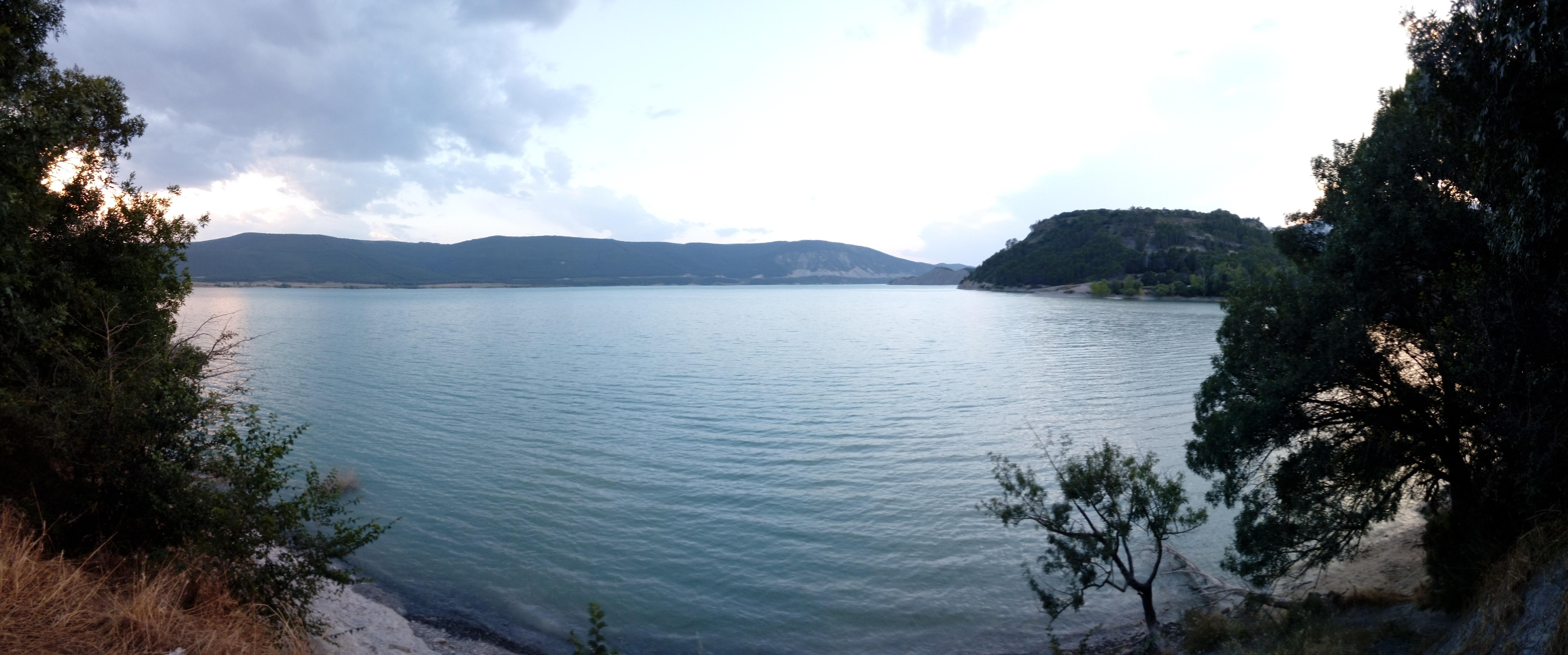 le-lac-embalse-de-yesa