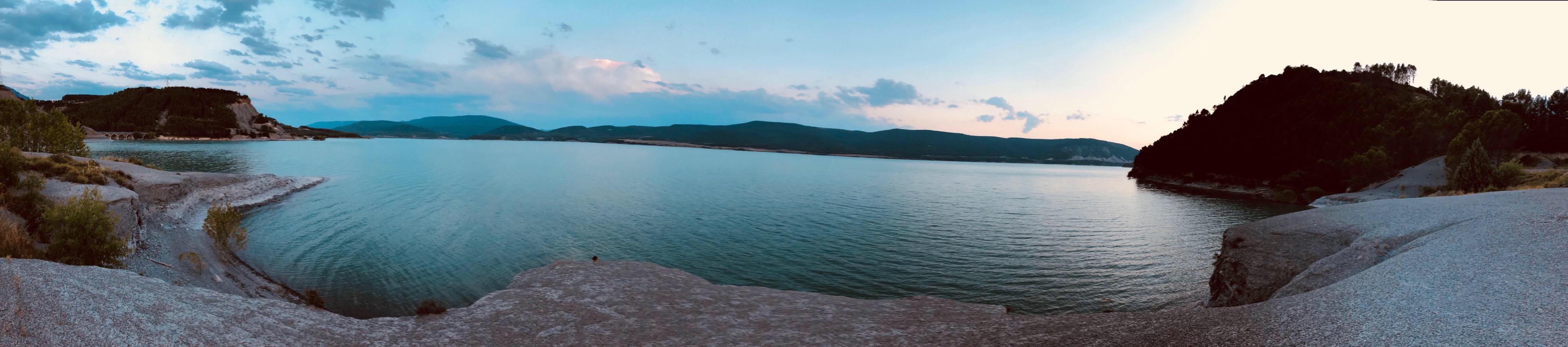 panoramique-du-lac-de-Yesa