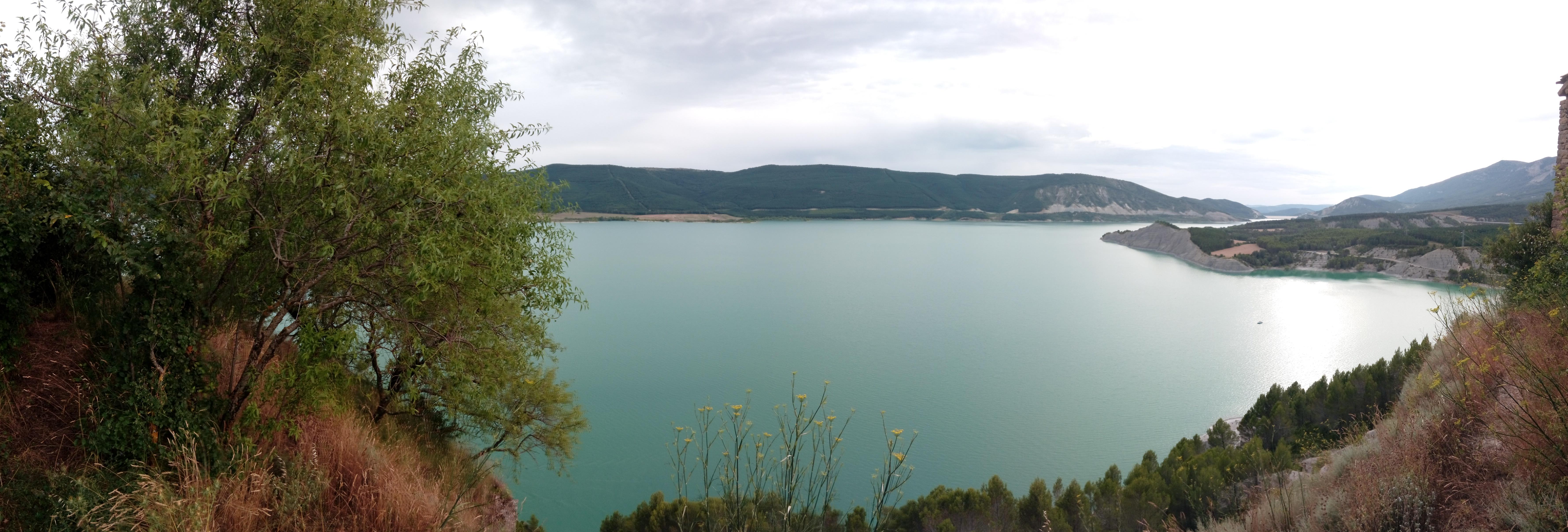 vue-du-lac-de-yesa-depuis-Tiermas